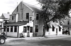 old photo of exterior of Downyflake Doughnuts
